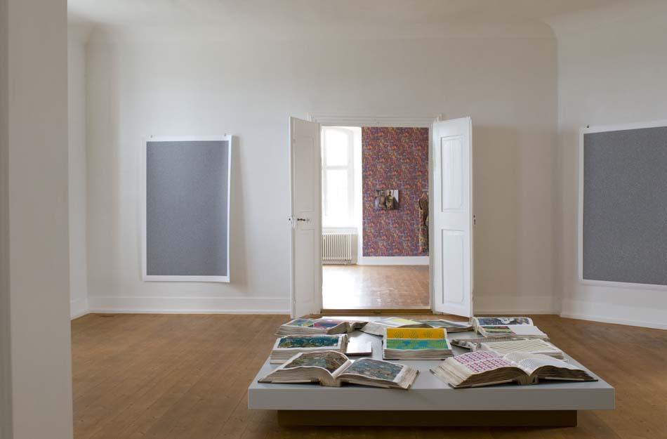 """Ausstellungsansicht """"TEXTILES"""", Kunstverein KISS, Untergröningen 2012"""